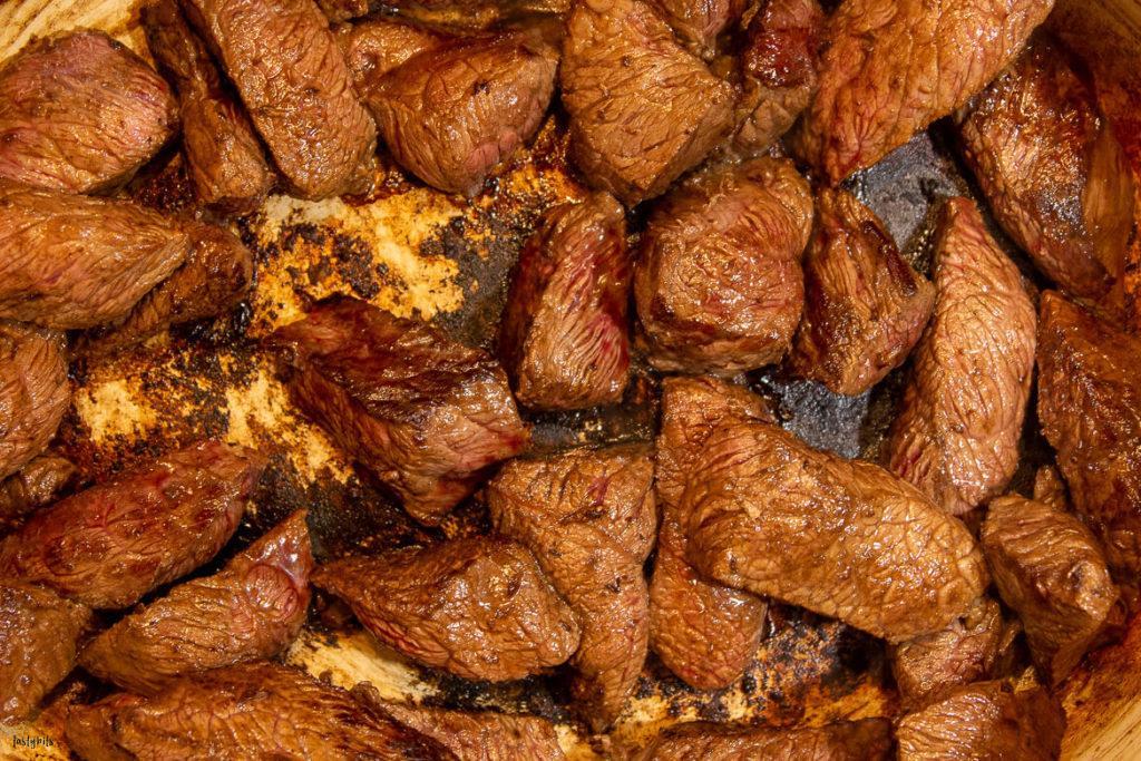 Fleisch für Boeuf bourgoignon anbraten