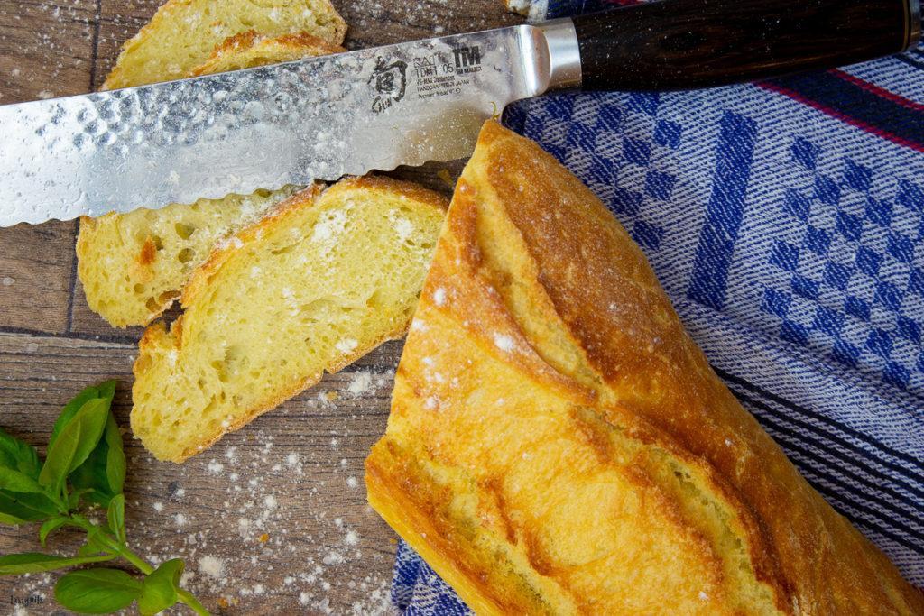 Ciabatta mit Brotmesser