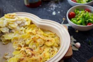 Kartoffelgratin mit Kräutern und Pecorino