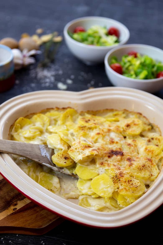 Kartoffelgratin mit Salat