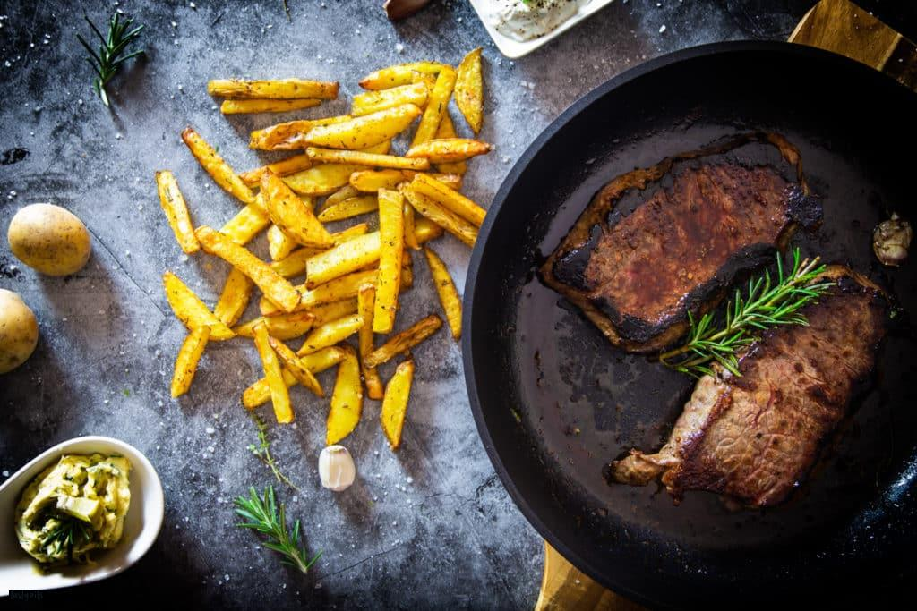 Rumpsteak mit Steakhouse Pommes Rezept