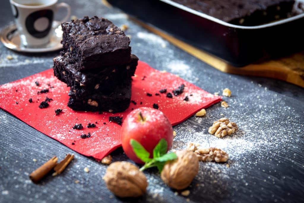 Schokoladen-Brownies mitt Vanille, Zimt & Tonkabohne