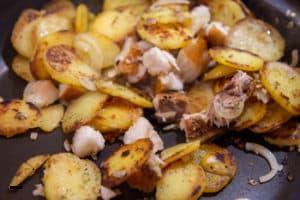 Bratkartoffeln mit Räucherfisch