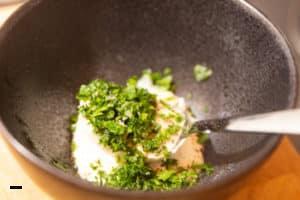 Kräuter-Dip für Bratkartoffeln