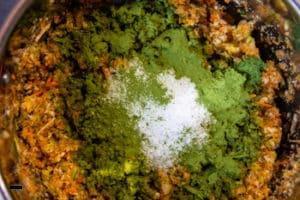 Gemüsebrühe mit Salz & Liebstöckel