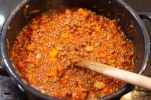 Bolognese für Lasagne kochen