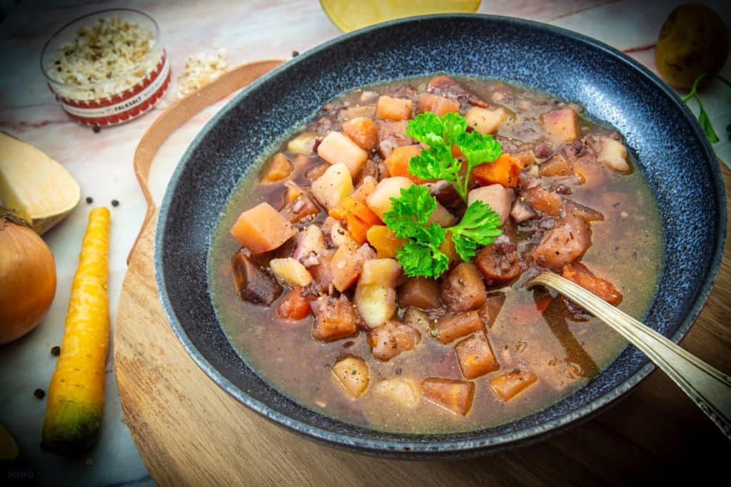 Eintopf mit Steckrübe, Kartoffel & Karotte