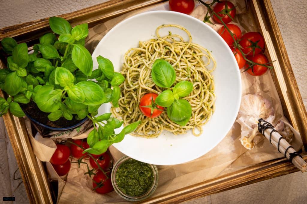 Grünes Basilikum Pesto