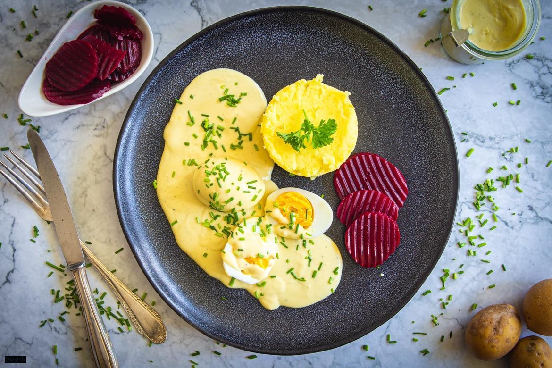 Senfeier mit Kartoffelstampf & roter Bete