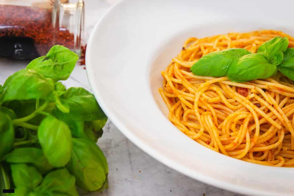 Eine Portion Spaghetti all'arrabiata