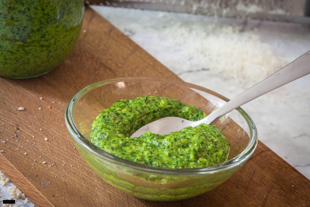 Pesto aus Petersilie selber machen