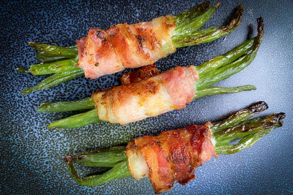 Grüne Bohnen mit Bacon umwickelt