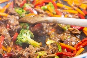 Gemüse & Rindfleisch vermengen
