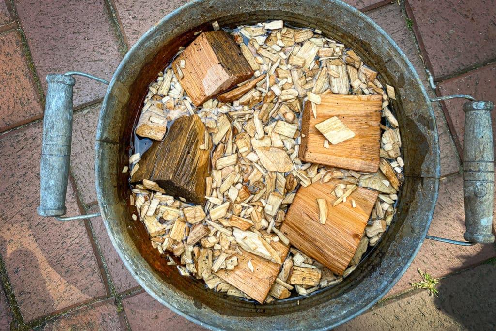 Räucherholz einweichen