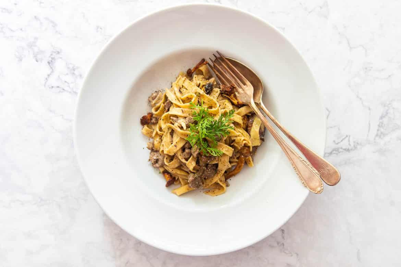 Pasta mit Rinderfilet, Pfifferlingen & Weißwein-Sahnesauce