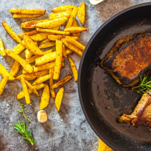 Gebratenes Steak mit Steakhouse-Pommes Rezept