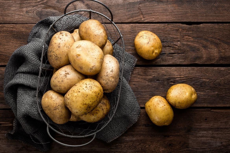 Geräucherte Kartoffeln in Schale