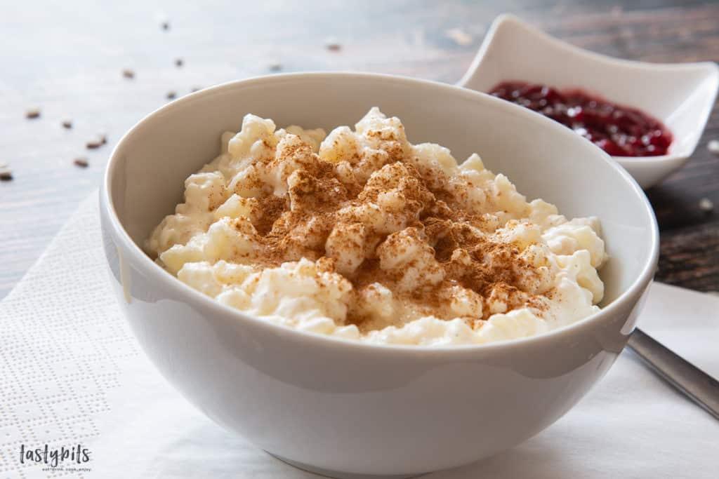 Warmer süßer Reis mit Marmelade