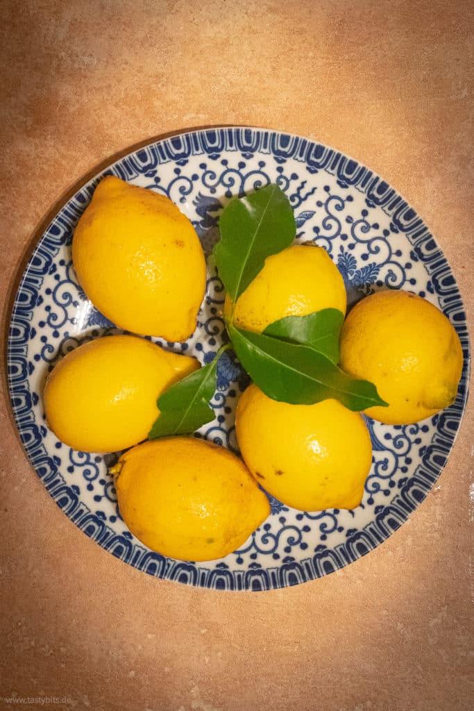 Frische Zitronen einlegen