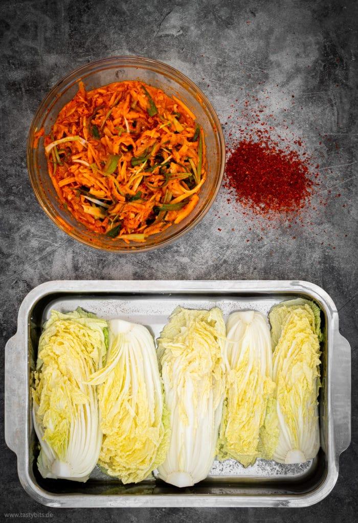 Gemüse mit Marinade vermengen