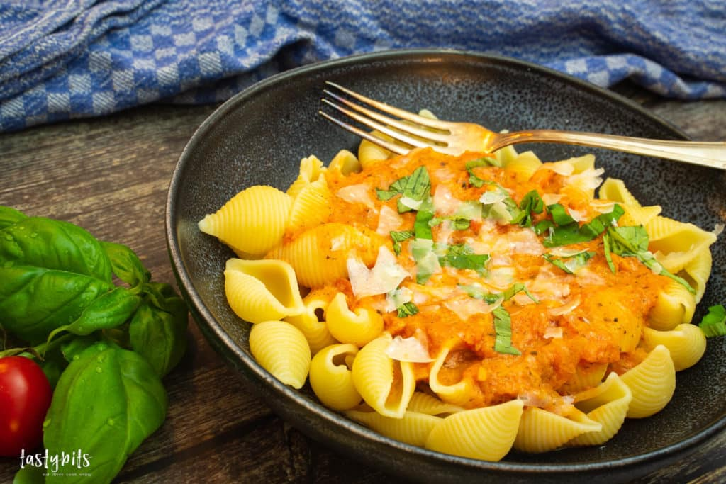Nudeln mit cremiger Tomatensauce
