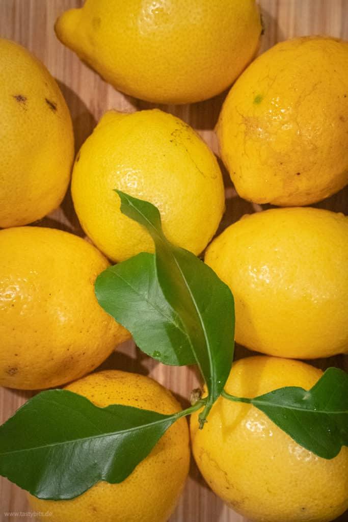 Frische Zitronen fermentieren