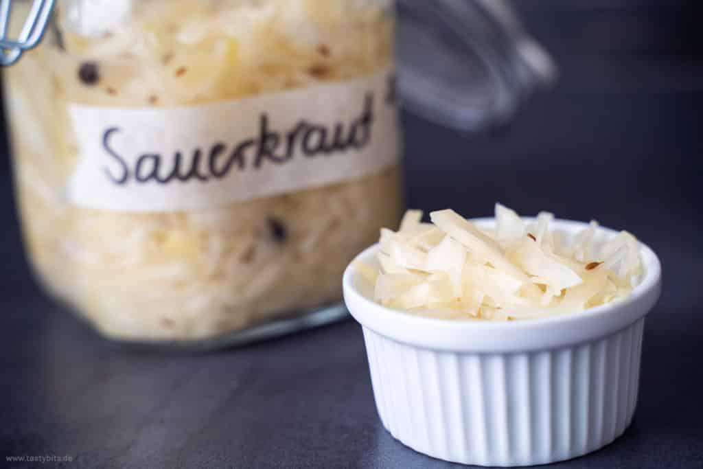 Ein Schälchen mit selbst gemachtem Sauerkraut