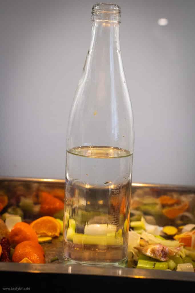 Flasche als Brathähnchen-Ständer