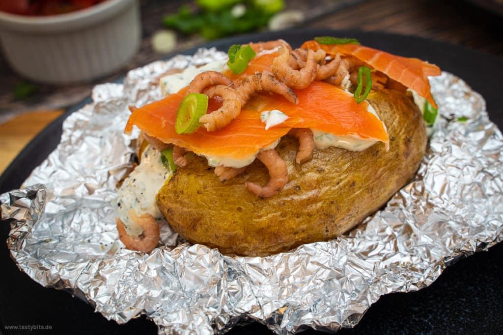Ofenkartoffel mit Lachs & Kräuterquark