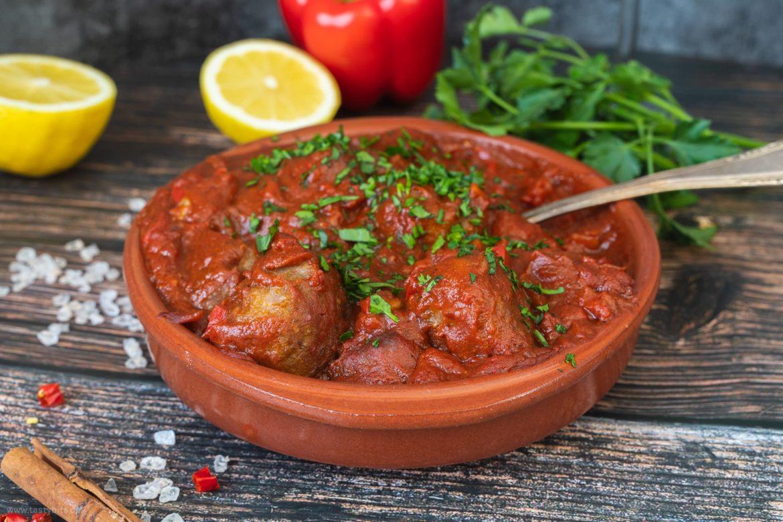 Spanische Albondigas in Tomatensauce